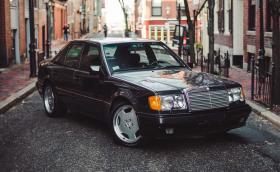 Mercedes-Benz 500 E по улиците на Бостън