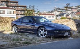 Това Ferrari 456GT гние изоставено край Токио. Галерия