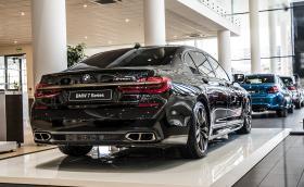 BMW M760Li в мега шоурума на M Car Sofia, който отвори врати днес. Галерия