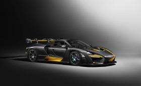 Това не е фолио, а бруталният костюм на McLaren Senna Carbon. Дрехата струва 340 хиляди евро