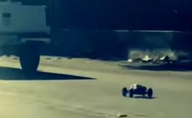 Хах, това е лудо: Радиоуправляема количка хвърчи със 130 км/ч по магистралата. Видео