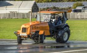 Стиг счупи рекорда за най-бърз трактор с това!