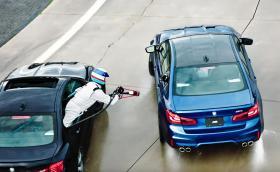 BMW измисли зареждане по време на дрифт. Видео