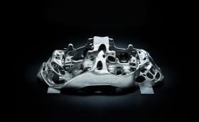 Bugatti прави с 3D принтер най-големия титаниев спирачен апарат в света