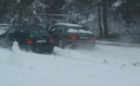 Благоевградски Golf 3 наказва Audi A8 с quattro в снега. Видео