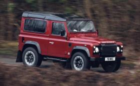 Land Rover Defender възкръсва с 5-литров V8 и 405 коня. Ще бъде направен 150 пъти