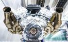 Чуйте 6,5-литровия Cosworth V12 на Aston Martin Valkyrie. Моторът е атмосферен и генерира 1000 коня при 10 500 об/мин
