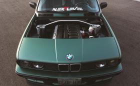 От най-скучното BMW до тройка мечта: E30 със S52 мотор от Е36 M3 и изрязан капак