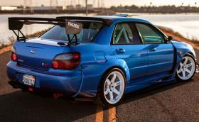Жестоко 2006 Subaru Impreza WRX STI, чиито списък с части ни кара да мечтаем