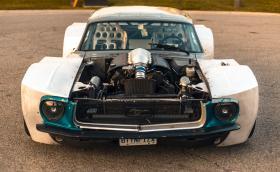 'Kyle Mustang' e супер широк 1967 Ford Mustang с 400 коня и мотор от Corvette. Галерия и видео