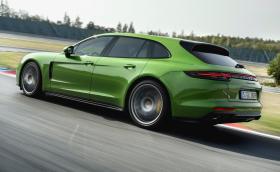 Porsche Panamera GTS е най-новата и яка версия на модела. Мощна е 460 коня и се предлага и като комби