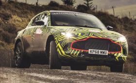 Ето го и него, първият SUV на Aston Martin. Казва се DBX, носи червило и търпи тестове в Уелс