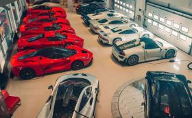 Когато имаш Bugatti Veyron, Chiron, Ferrari F40, Enzo, Porsche 918 Spyder, McLaren P1, F1 и Senna… Галерия от най-голямата частна колекция в Бахрейн