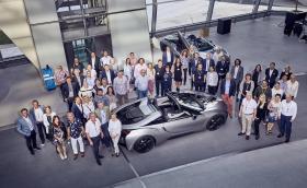 BMW започна доставките на i8 Roadster