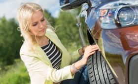 Избегнете аквапланинга – следвайте тези съвети при шофиране и преди да тръгнете на път