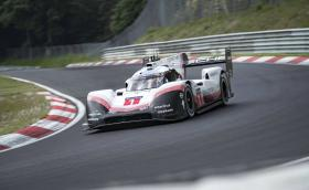 Porsche срина абсолютния рекорд на 'Нюрбургринг': 5:19 минути. Видео с цялата обиколка на Тимо Бернхард!