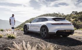 Колко добро е новото електрическо Porsche? Тест на Mission E Cross Turismo