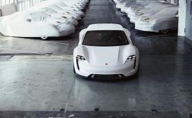 В Норвегия наистина са луди: 2300 души вече предплатиха за Porsche Taycan. Никой още не го е виждал дори на снимка