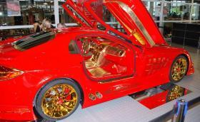 Междувременно в емирствата: SLR McLaren с 14 кг истинско злато, включително по джантите