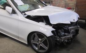 """Как ударен Mercedes-Benz C-Class се превръща в """"нов"""". Видео"""