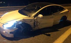 Катастрофа в близост до Солун сложи край на пътешествие с Tesla Model 3, което щеше да мине и през България