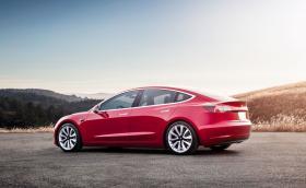 Tesla е готова с двойно предаване за Model 3. Топ моделът вдига 100 за 3,5 секунди