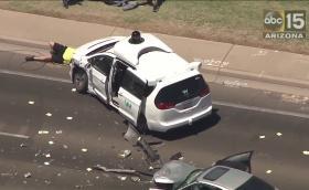 Шофьор навлезе в насрещното и удари ван на Waymo. Автономната кола е невинна. Видео от удара!