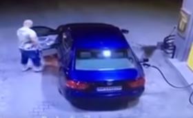 Взрив на бензиностанция, след като шофьор потегли без да извади пистолета за зареждане. Видео
