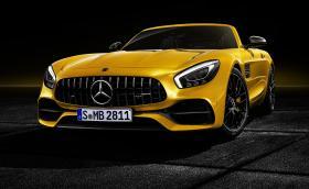 Mercedes-AMG GT S Roadster идва с 522 коня и режим 'RACE'. Златната среда?