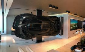 Pagani Zonda за 2,2 млн. евро в ролята на домашна арт инсталация. Защо не...