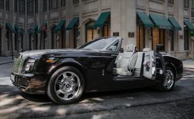 Интериорът на този Rolls-Royce Phantom Drophead е правен в България от Vilner