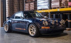 Това феноменално Porsche 911 е подвижна карта на географска местност. Доста подвижна