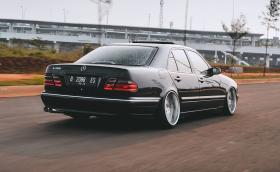 Фенове на Merc E-Class W210?