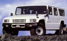 Това е Toyota Mega Cruiser, японският Hummve. Проектиран е да носи ракети земя-въздух, но става и за семейството