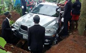Хит в интернет: снимка на нигерийско погребение с чисто ново BMW X6