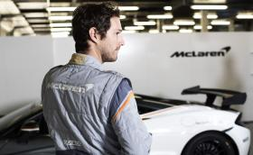 Новият костюм на McLaren струва 2635 евро. И дори не включва папионка...