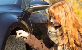 Професионални съвети за безопасно шофиране през зимата - проверката на дълбочината на протектора не е достатъчна