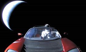 Tesla-та на Мъск мина 600 млн. км и продължава. Подмина Марс