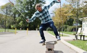 Това е Дан Манчина, човекът, който не се отказва от скейта, дори след като губи... своето зрение. Респект! Видео