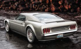 "Ford Mach 40 е прекрасен ""хибрид"" между 1969 Ford Mustang Mach 1 и 2005 Ford GT. Няма електромотори"