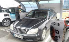 Сензация: Mercedes тества бъдещата електрическа S-класа у нас, маскирана като стар W220