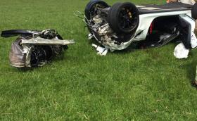 Porsche 911 GT3 RS прелетя 130 метра и изгуби мотора си на о-в Ман. Човекът е жив