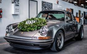 Singer Porsche #100 е вече факт. Колата е в цвят 'Lunar Silver' и изглежда феноменално!