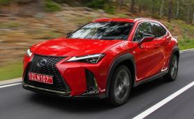 Новият Lexus UX гледа люто и ни допада
