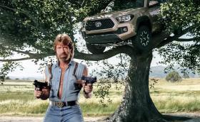 """Toyota Tacoma: """"Корава, като Чък Норис"""". Всемогъщият герой участва в реклама на пикап"""