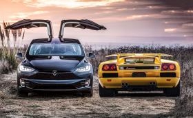 Чисто нова Tesla Model X P100D или 1991 Lambo Diablo на 12 хил. км? И двете струват 300 000 лв.