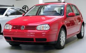 Този 18-годишен VW Golf IV 2.3 V5 се продава за 34 хил. лв.