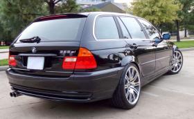 Това е 2004 BMW M3 Touring E46, маскирано като серийно 325 xi. Искат му $10k