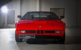 Продадоха седялото 34 години в гараж BMW M1 за 1 000 000 евро