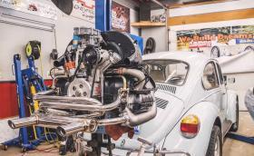 1973 Volkswagen Beetle: основен ремонт на мотора за 6 мин. Видео